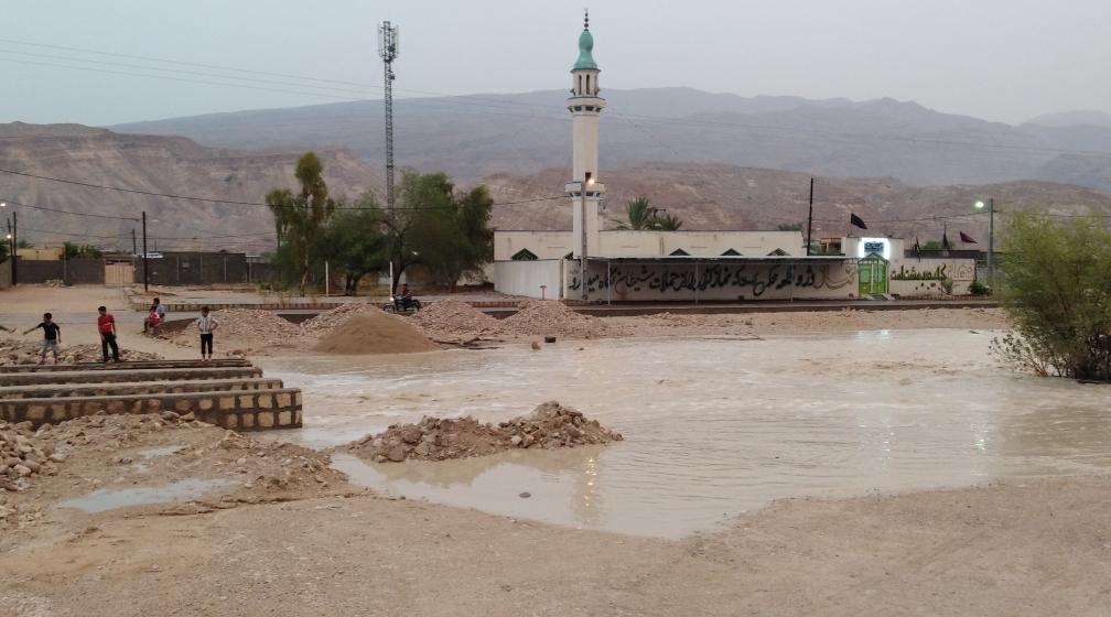بارش باران در روستای پاقلات